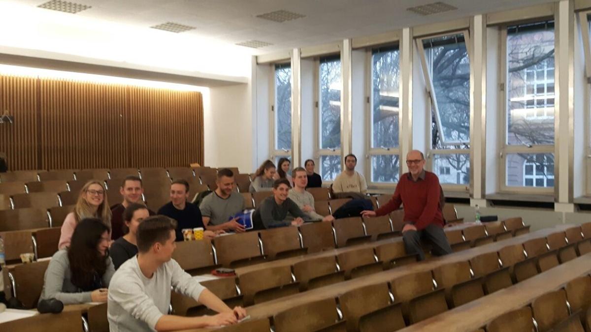 Praxisvortrag Prof. Dr. Joachim Niemeier von Centrestage Am Dienstag, den 30.01.2018 hielt Herr Prof. Joachim Niemeier in der Vorlesung Human Resource Management einen Vortrag zum Thema