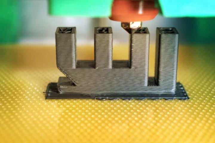 3D-Modell und FDM-Druck des WI-Logos