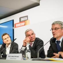 Prof. Dr. Georg Herzwurm mit Landesminister Thomas Strobl bei der Abschlusspressekonferenz des Digital Workshop