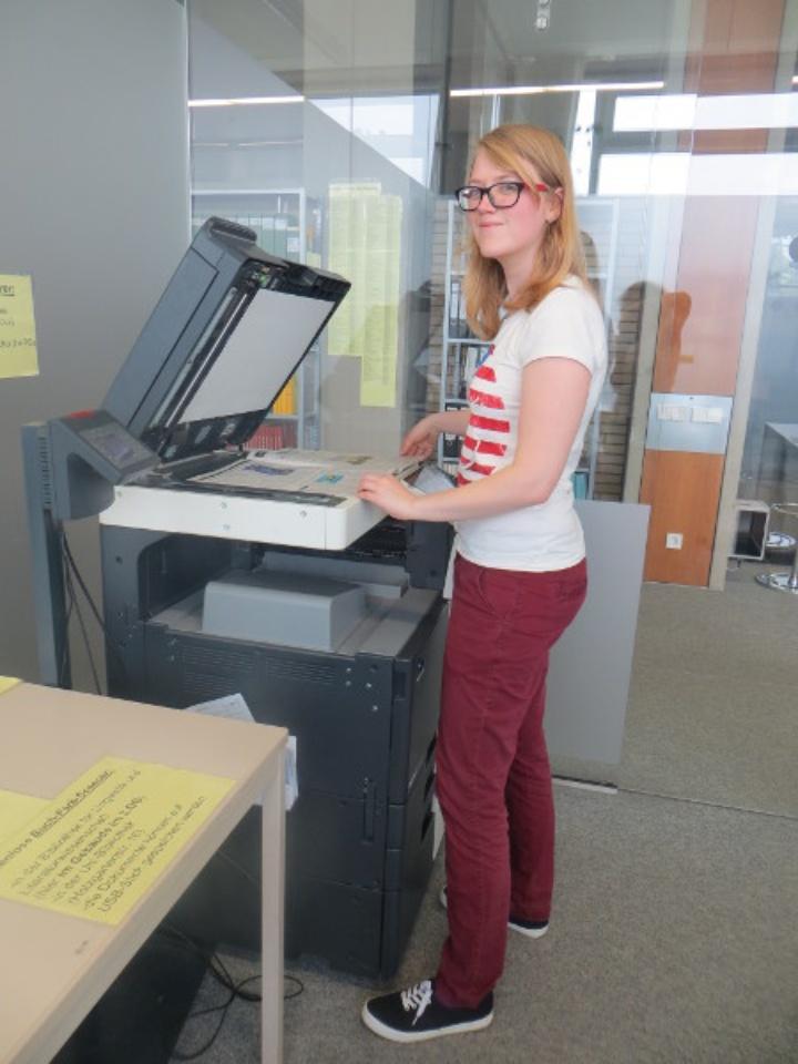 copy machine (c)